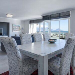 Dining-room-3108037 1280